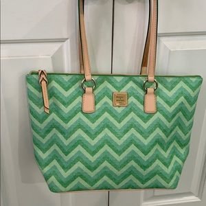 💚Dooney & Bourke Chevron Wren ZIP 💚Green Tote💚